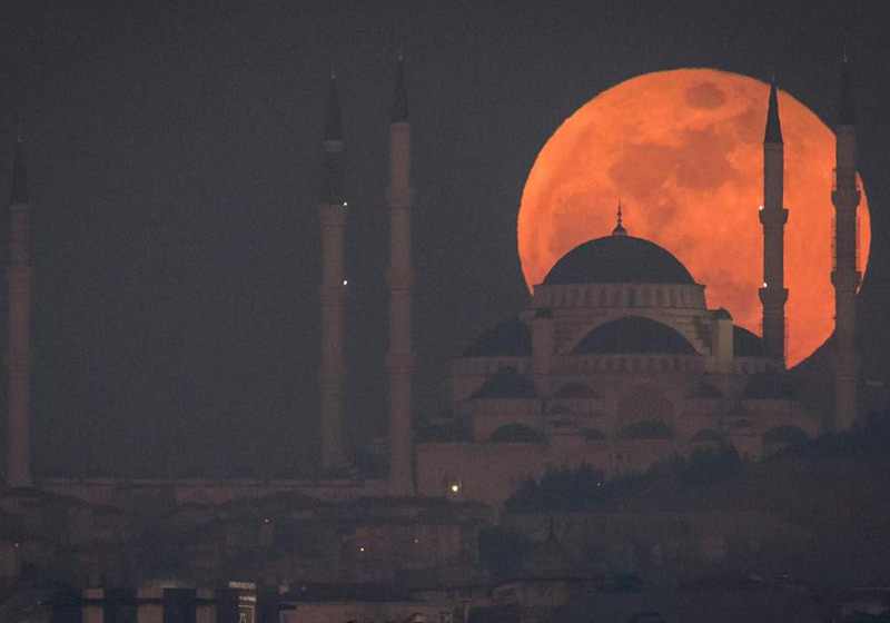 Lua de sangue em Istanbul, Turquia/Jan2018 - Foto: Getty Images Europe